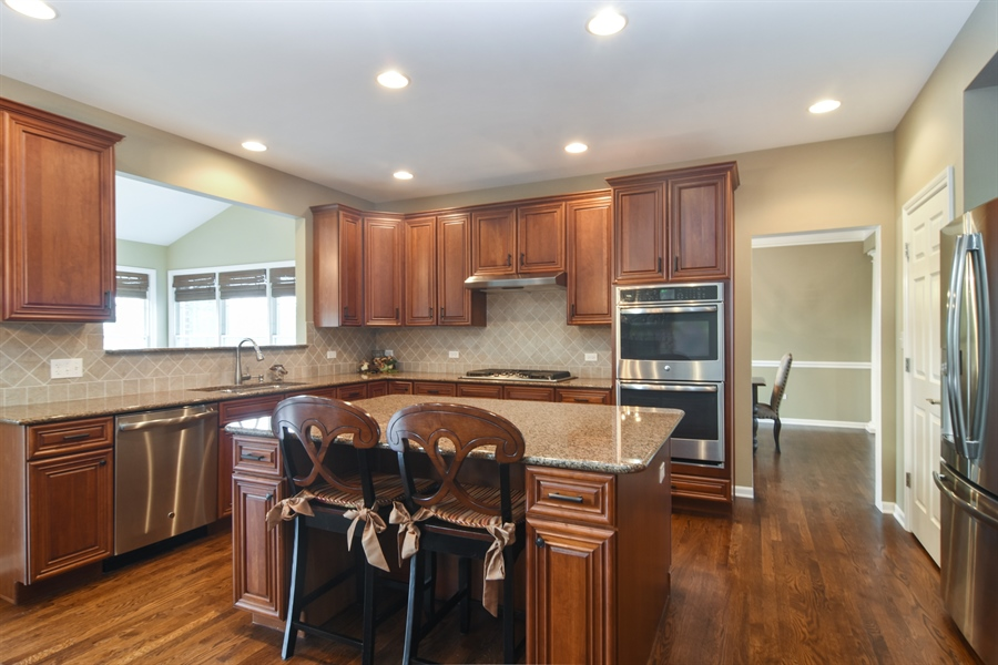 Real Estate Photography - 82 Tournament, Hawthorn woods, IL, 60047 - Kitchen