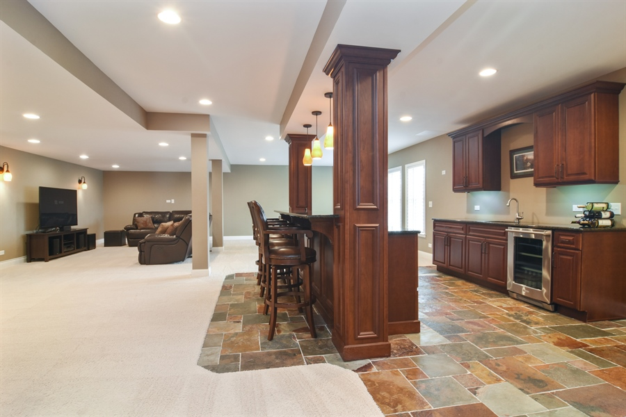 Real Estate Photography - 82 Tournament, Hawthorn woods, IL, 60047 - Bar