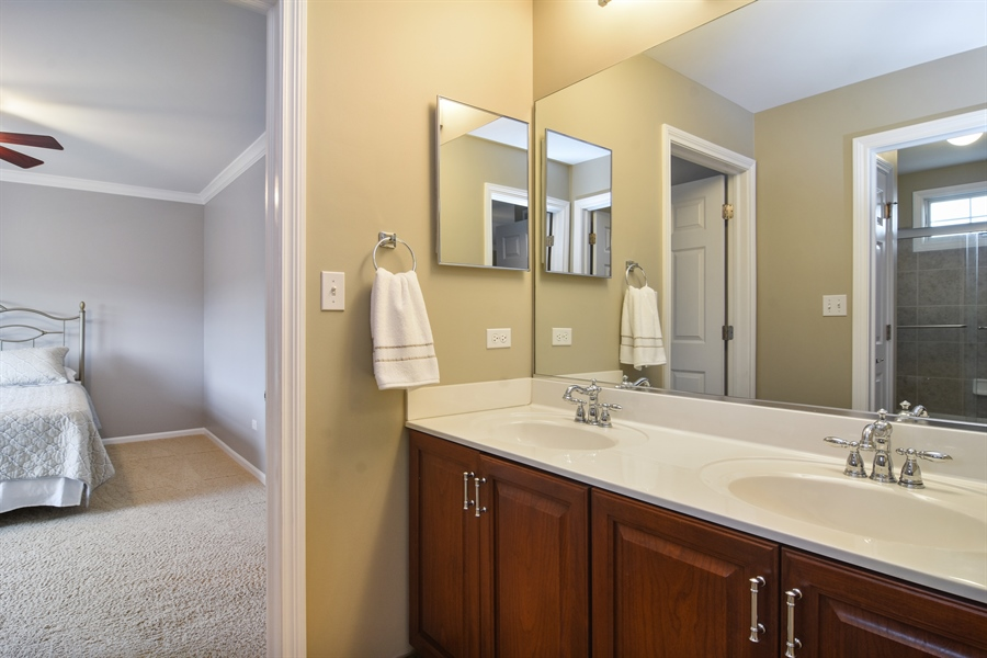 Real Estate Photography - 82 Tournament, Hawthorn woods, IL, 60047 - Bathroom