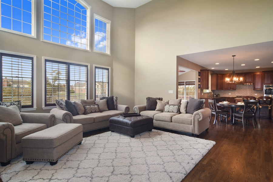 Real Estate Photography - 82 Tournament, Hawthorn woods, IL, 60047 - Family Room / Kitchen