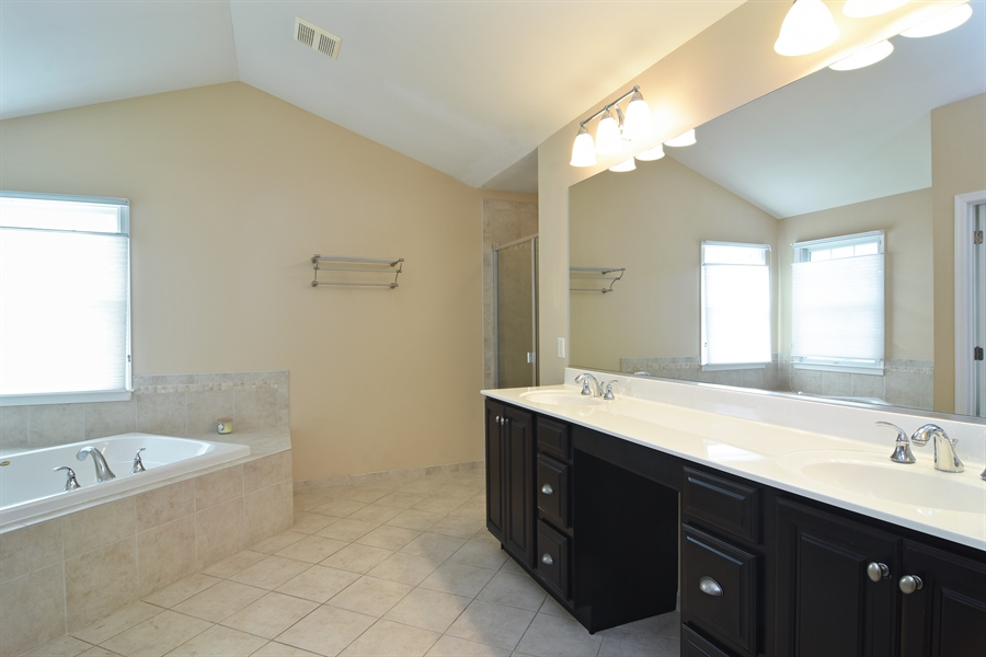 Real Estate Photography - 55 open pkwy, hawthorn woods, IL, 60047 - Master Bathroom