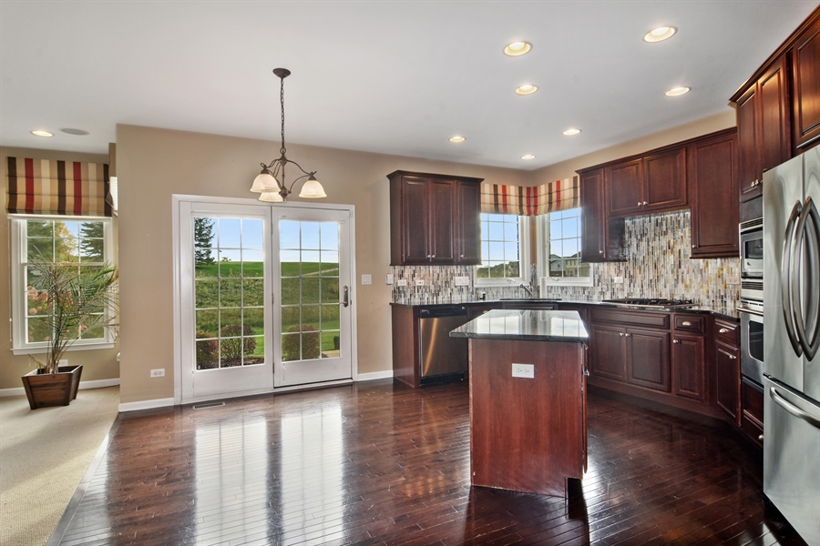 Real Estate Photography - 55 open pkwy, hawthorn woods, IL, 60047 - Kitchen / Breakfast Room