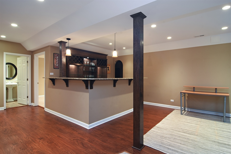 Real Estate Photography - 55 open pkwy, hawthorn woods, IL, 60047 - Bar
