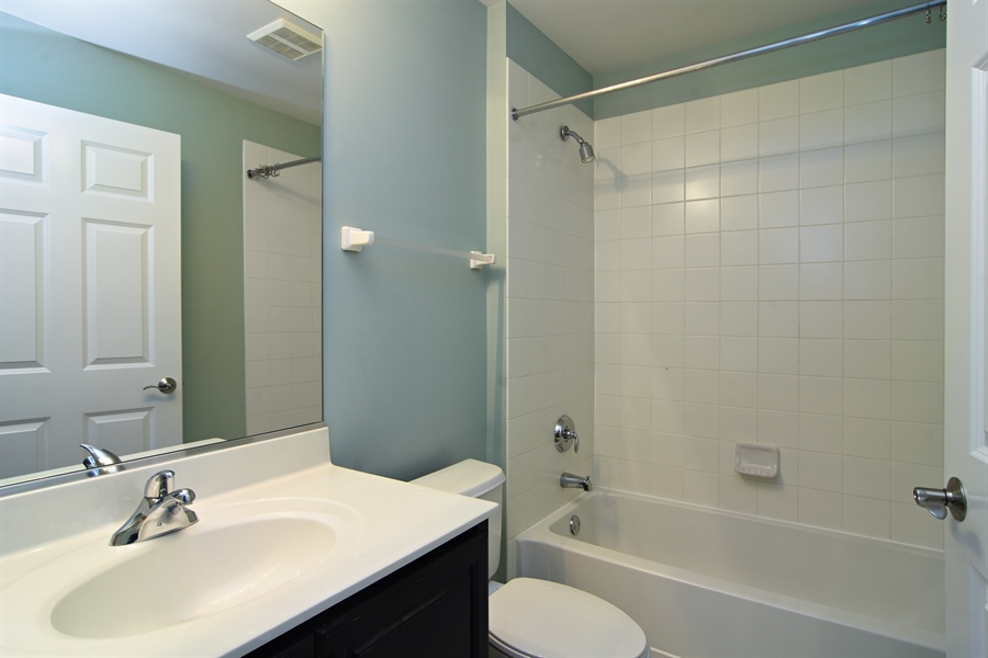 Real Estate Photography - 55 open pkwy, hawthorn woods, IL, 60047 - Bathroom