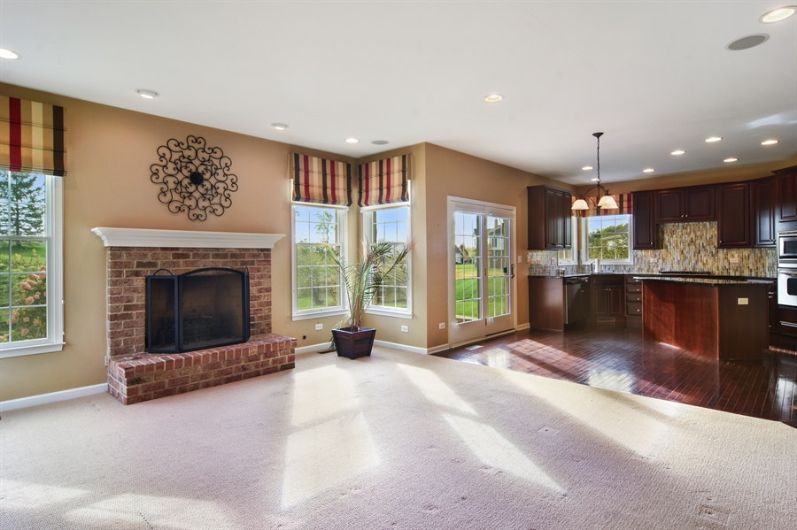 Real Estate Photography - 55 open pkwy, hawthorn woods, IL, 60047 - Family Room / Kitchen