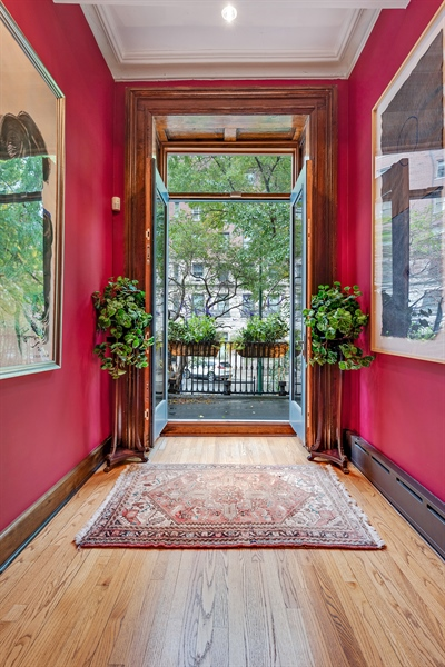 Real Estate Photography - 1252 N State Pkwy, Chicago, IL, 60610 - Front Balcony