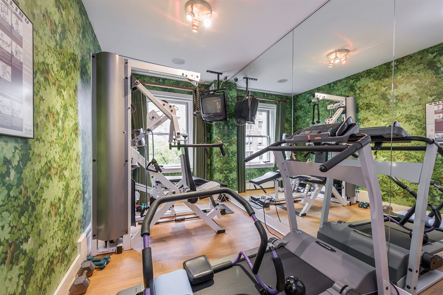 Real Estate Photography - 1252 N State Pkwy, Chicago, IL, 60610 - Gym