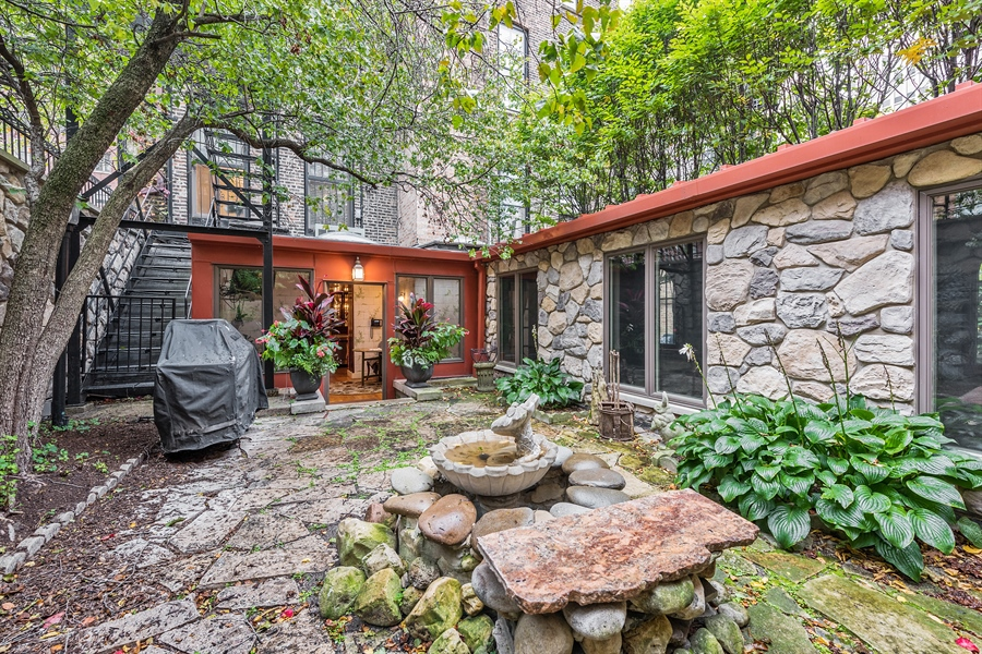 Real Estate Photography - 1252 N State Pkwy, Chicago, IL, 60610 - Courtyard
