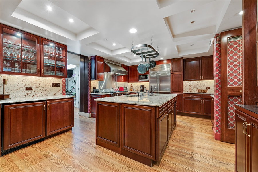 Real Estate Photography - 1252 N State Pkwy, Chicago, IL, 60610 - Kitchen