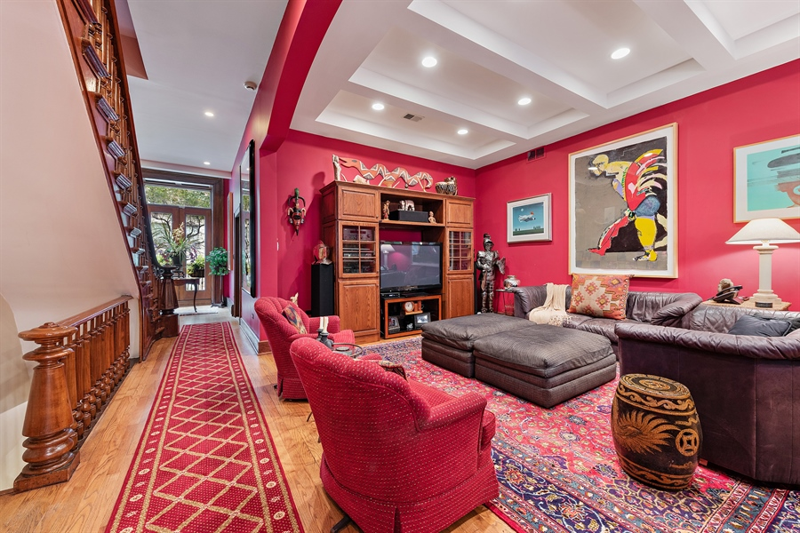 Real Estate Photography - 1252 N State Pkwy, Chicago, IL, 60610 - Family Room