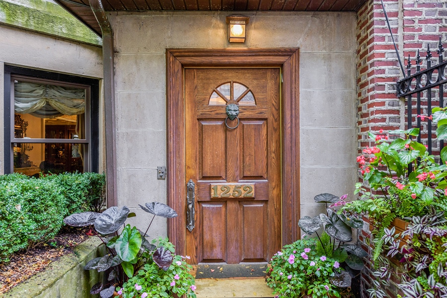 Real Estate Photography - 1252 N State Pkwy, Chicago, IL, 60610 - Entrance