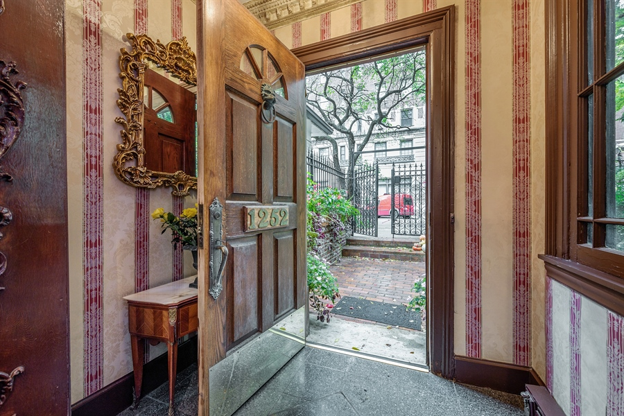 Real Estate Photography - 1252 N State Pkwy, Chicago, IL, 60610 - Foyer