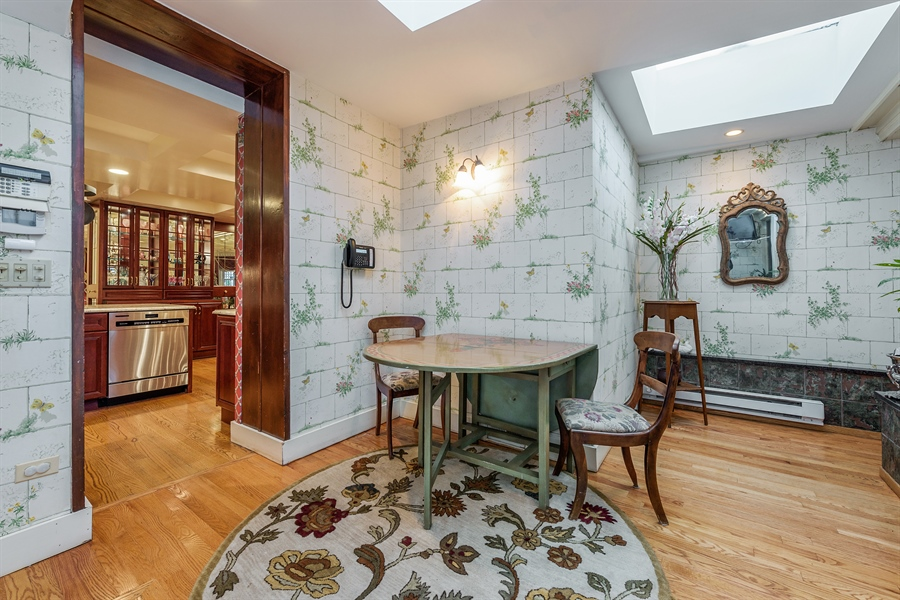 Real Estate Photography - 1252 N State Pkwy, Chicago, IL, 60610 - Breakfast Area