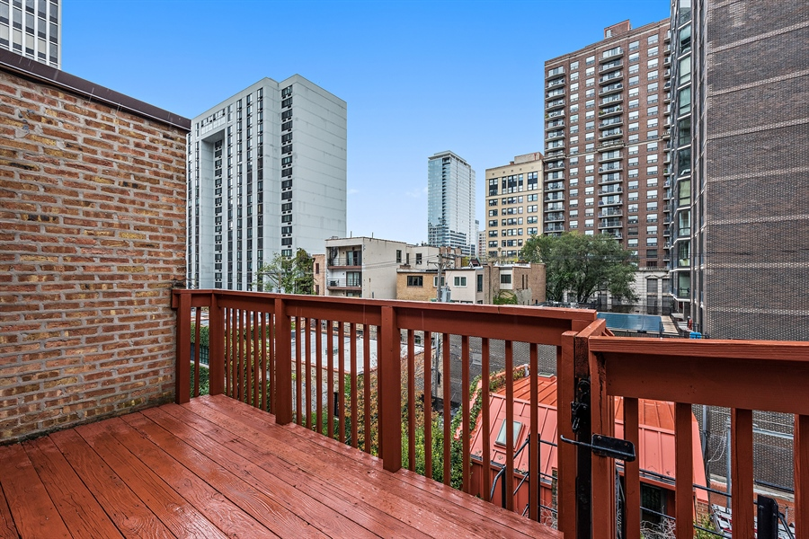 Real Estate Photography - 1252 N State Pkwy, Chicago, IL, 60610 - Deck