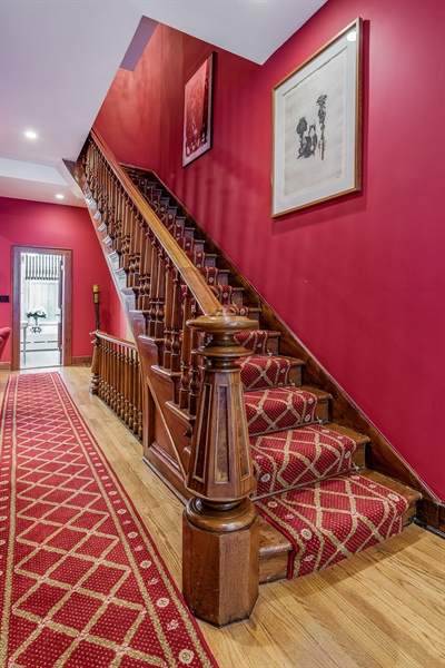 Real Estate Photography - 1252 N State Pkwy, Chicago, IL, 60610 - Staircase