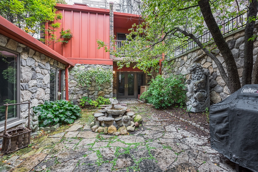 Real Estate Photography - 1252 N State Pkwy, Chicago, IL, 60610 - Carriage House