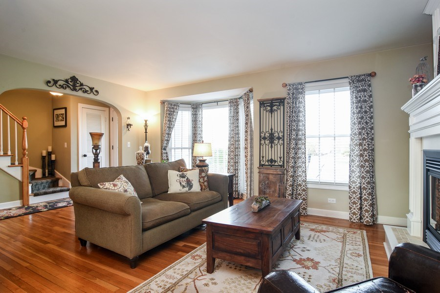 Real Estate Photography - 1005 N Wilke Rd, Arlington Heights, IL, 60004 - Living Room