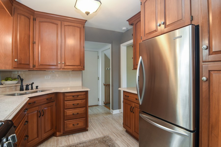 Real Estate Photography - 1005 N Wilke Rd, Arlington Heights, IL, 60004 - Kitchen