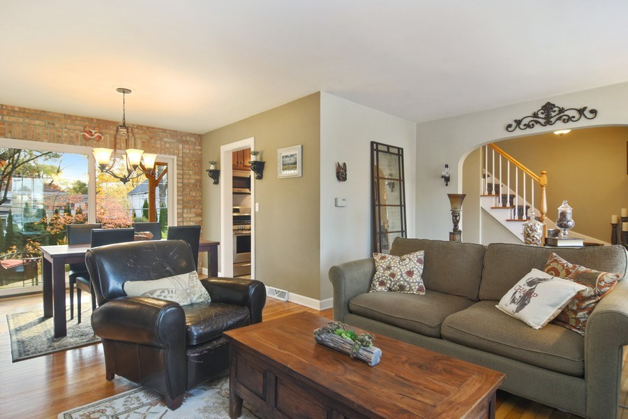 Real Estate Photography - 1005 N Wilke Rd, Arlington Heights, IL, 60004 - Great Room