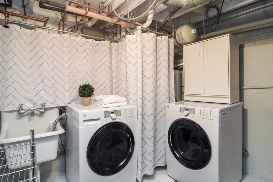 Real Estate Photography - 1005 N Wilke Rd, Arlington Heights, IL, 60004 - Laundry Room