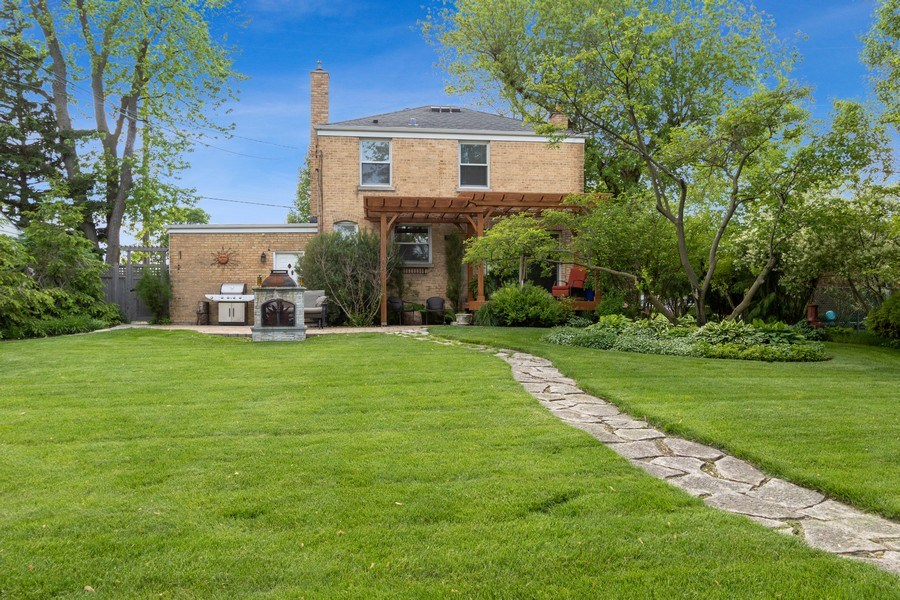 Real Estate Photography - 1005 N Wilke Rd, Arlington Heights, IL, 60004 - Rear View