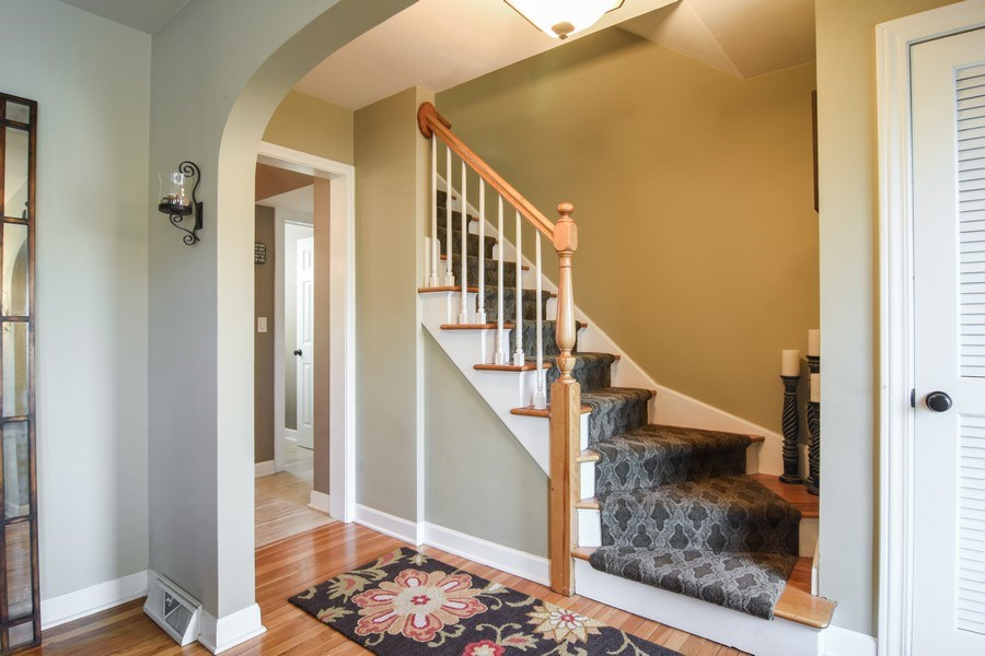Real Estate Photography - 1005 N Wilke Rd, Arlington Heights, IL, 60004 - Entryway