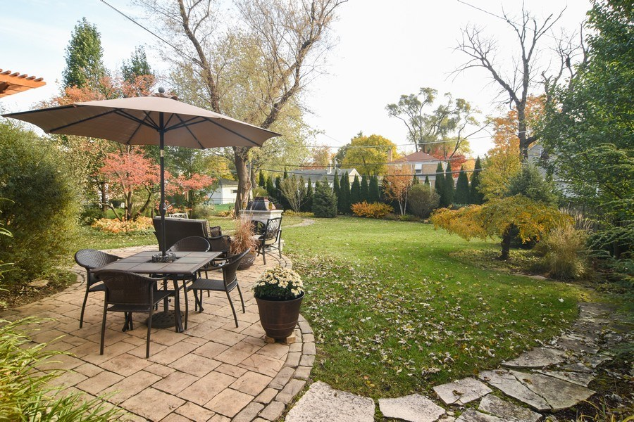 Real Estate Photography - 1005 N Wilke Rd, Arlington Heights, IL, 60004 - Patio
