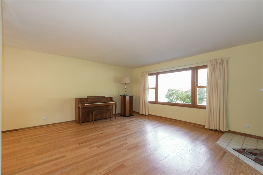 Real Estate Photography - 3034 N Kennicott Ave, Arlington Heights, IL, 60004 - Living Room