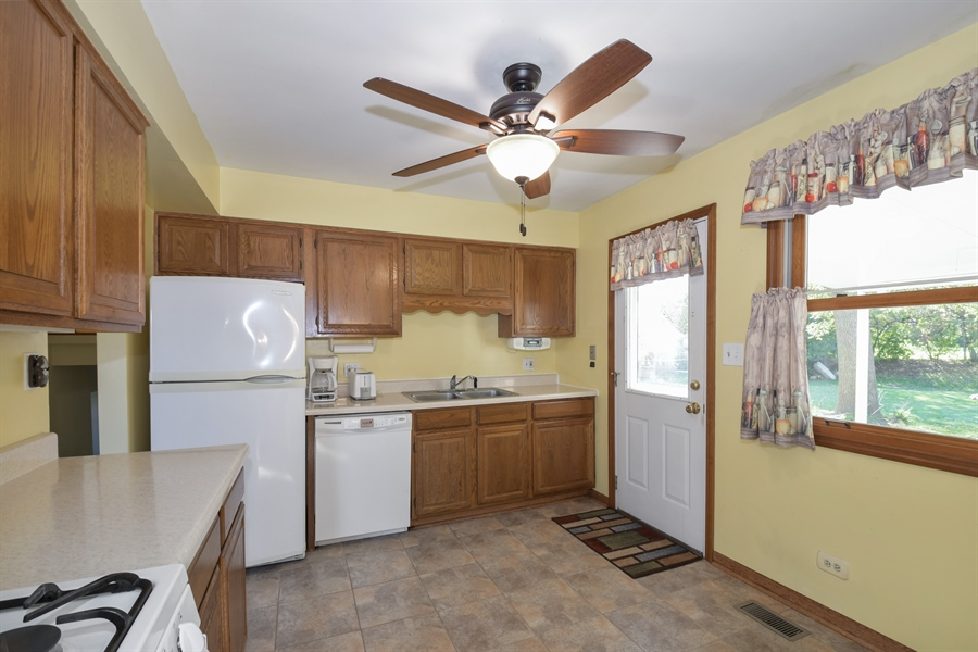 Real Estate Photography - 3034 N Kennicott Ave, Arlington Heights, IL, 60004 - Kitchen