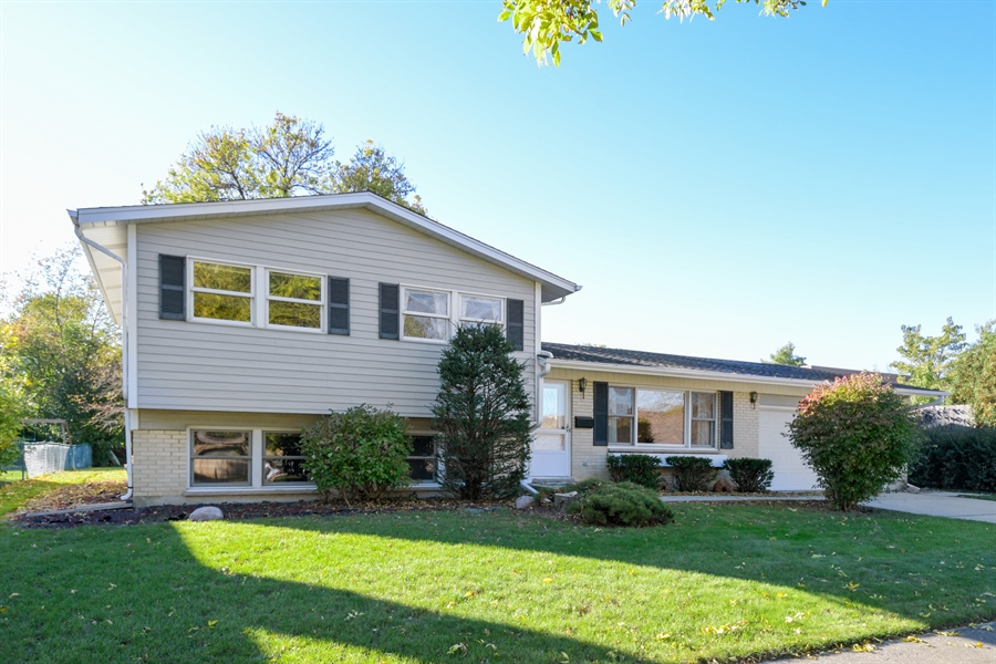 Real Estate Photography - 3034 N Kennicott Ave, Arlington Heights, IL, 60004 - Front View
