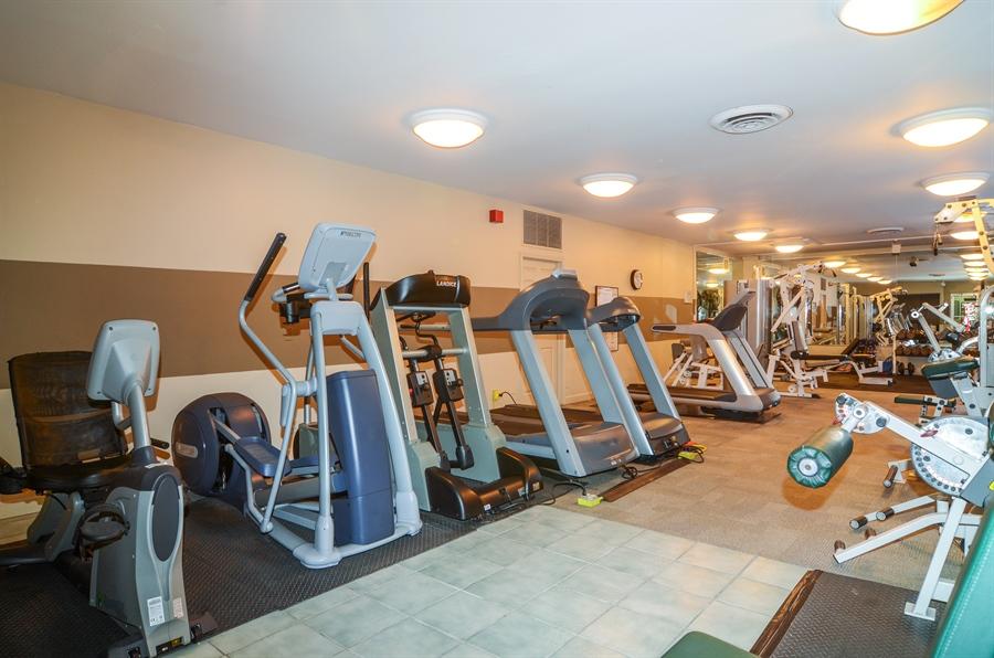 Real Estate Photography - 720 W Gordon Ter, Unit 11F, Chicago, IL, 60613 - Fitness Center