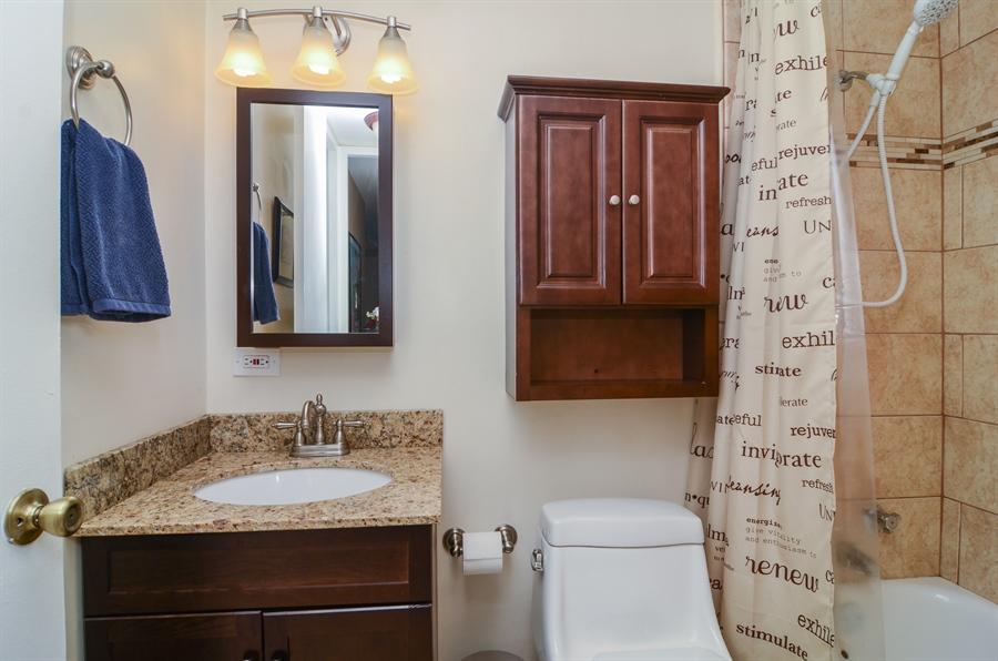 Real Estate Photography - 720 W Gordon Ter, Unit 11F, Chicago, IL, 60613 - Bathroom