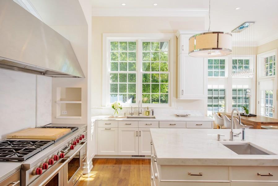 Real Estate Photography - 174 Beach Road, Glencoe, IL, 60022 - Kitchen