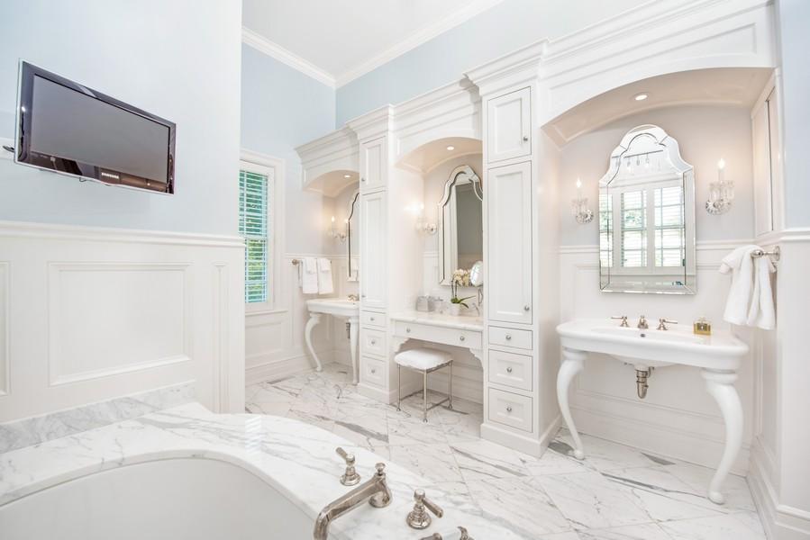 Real Estate Photography - 174 Beach Road, Glencoe, IL, 60022 - Master Bathroom