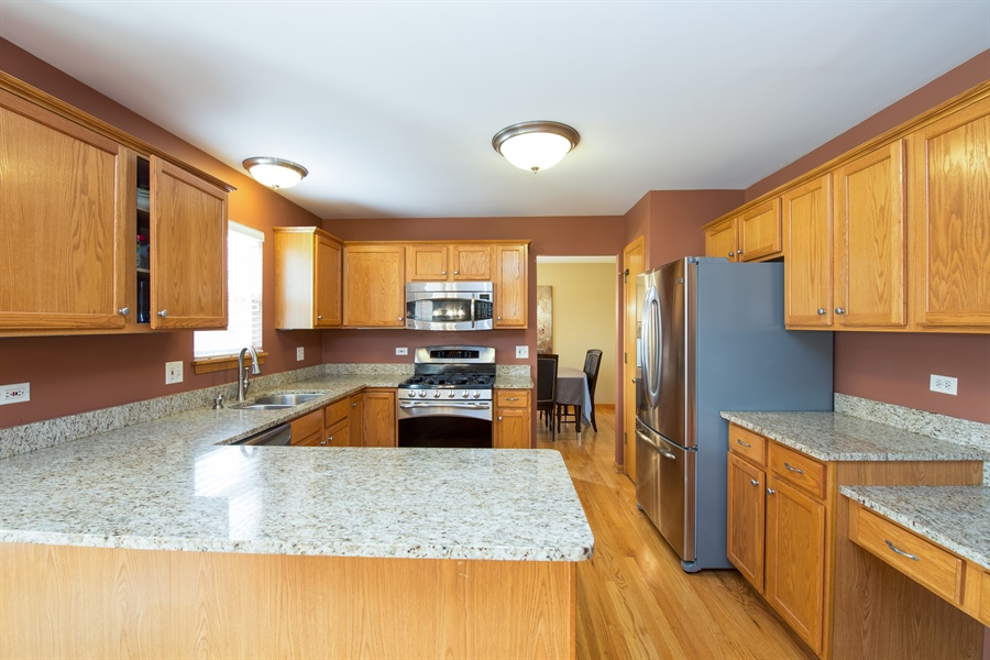 Real Estate Photography - 948 Asbury Dr, Aurora, IL, 60502 - Kitchen