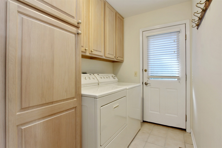 Real Estate Photography - 882 Shambliss, Buffalo Grove, IL, 60089 - Laundry Room