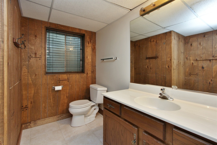 Real Estate Photography - 882 Shambliss, Buffalo Grove, IL, 60089 - Bathroom