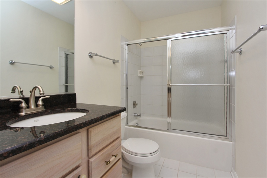 Real Estate Photography - 882 Shambliss, Buffalo Grove, IL, 60089 - 2nd Bathroom