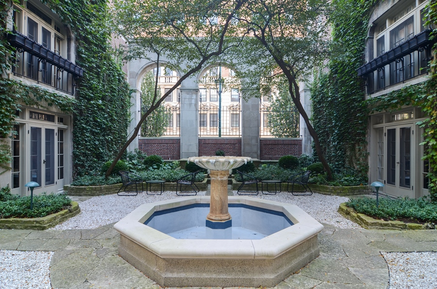 Real Estate Photography - 40 West Schiller, 1B, Chicago, IL, 60610 - Courtyard