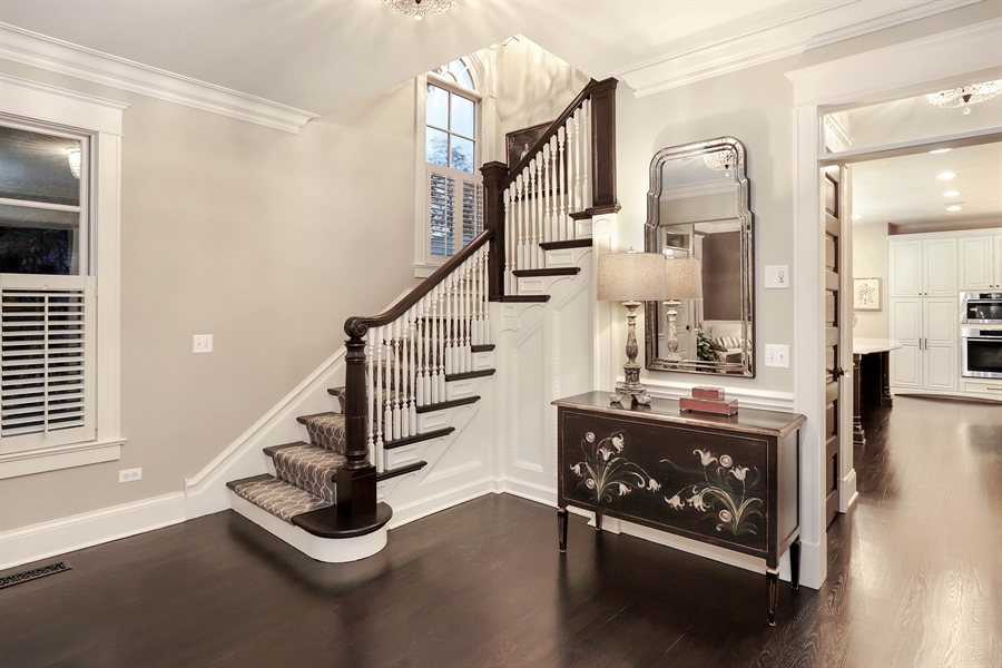 Real Estate Photography - 216 W Cook Avenue, Libertyville, IL, 60048 - Foyer