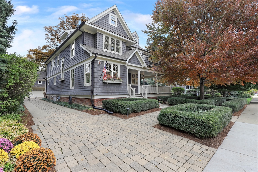 Real Estate Photography - 216 W Cook Avenue, Libertyville, IL, 60048 - Front View