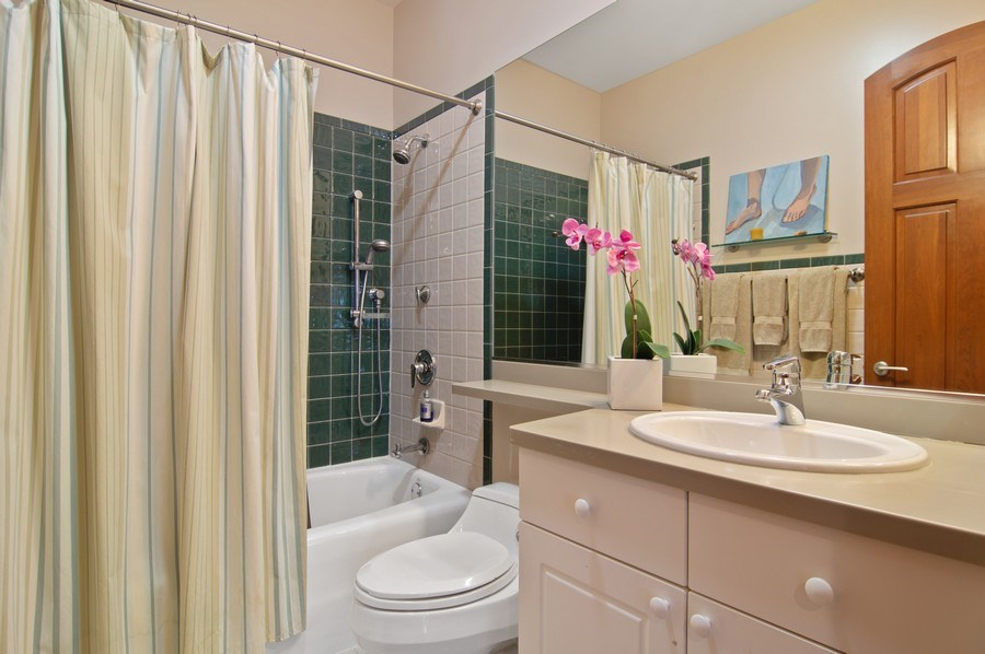 Real Estate Photography - 330 S Michigan, 1905, Chicago, IL, 60604 - Bathroom