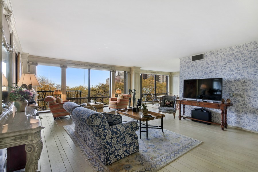 Real Estate Photography - 1040 Lake Shore Drive, Unit 5B, Chicago, IL, 60611 - Living Room/ Sitting Area