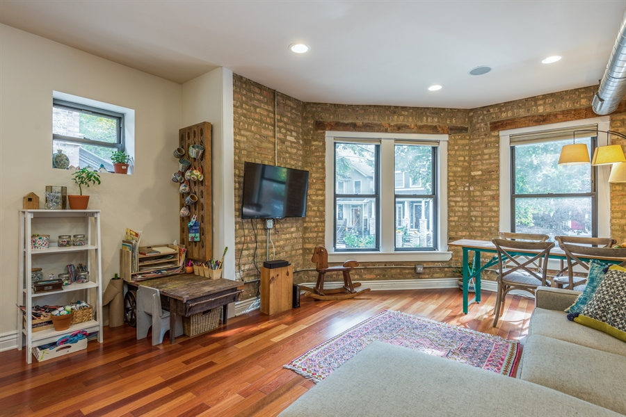 Real Estate Photography - 1944 W Newport Ave, Unit 1, Chicago, IL, 60657 - Living Room