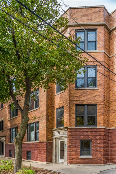 Real Estate Photography - 1944 W Newport Ave, Unit 1, Chicago, IL, 60657 - Front View