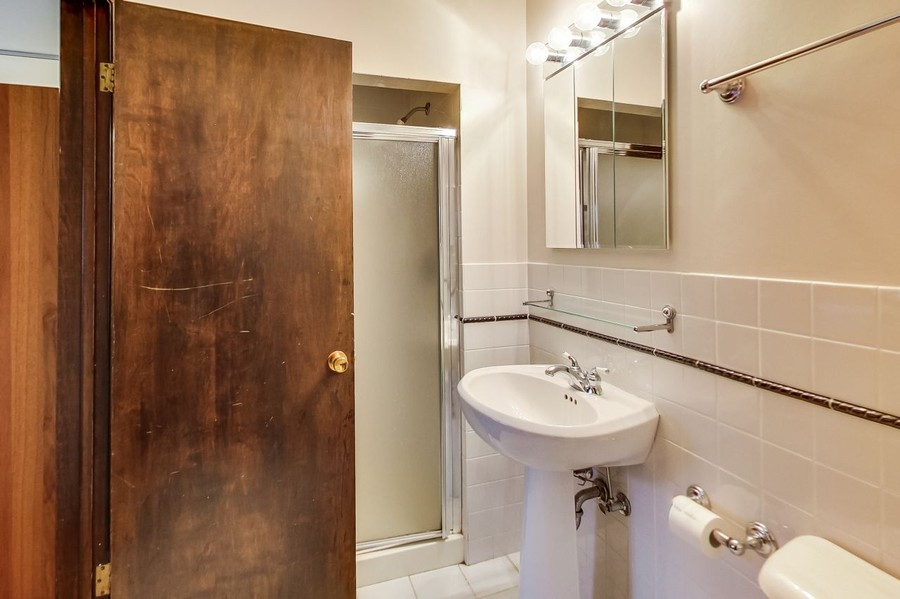 Real Estate Photography - 1215 Park Ave, River Forest, IL, 60305 - Jack and Jill Bath off Tandem Bedrooms