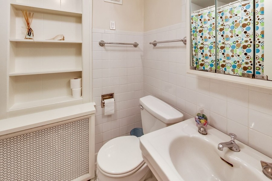 Real Estate Photography - 1215 Park Ave, River Forest, IL, 60305 - Full Bath