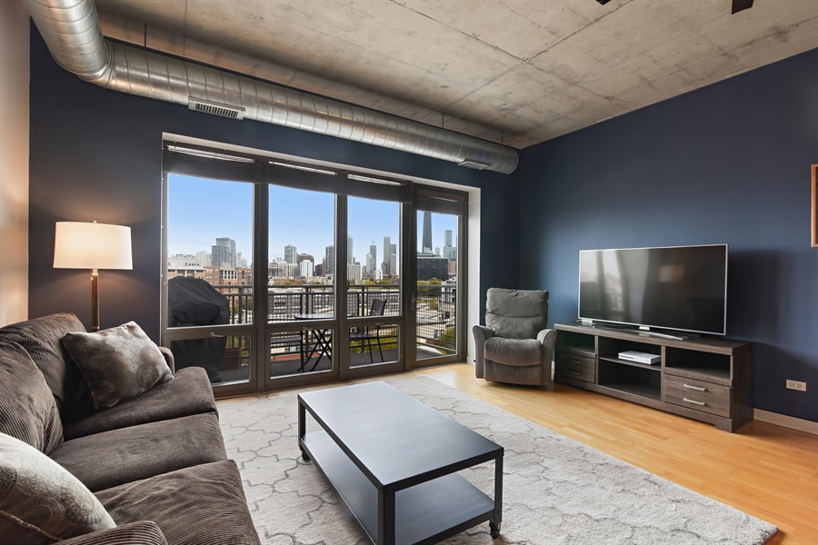 Real Estate Photography - 1000 N Kingsburry, Unit 709, Chicago, IL, 60610 - Living Room