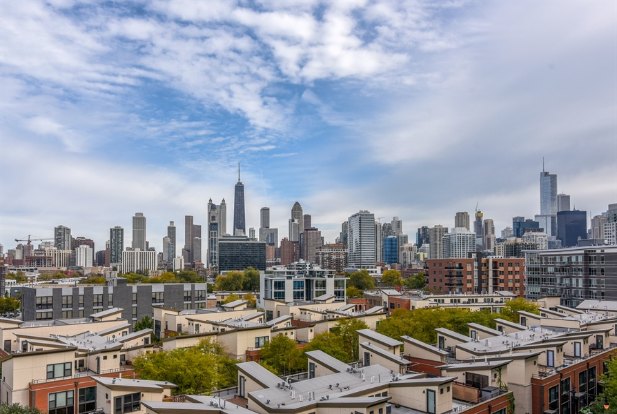 Real Estate Photography - 1000 N Kingsburry, Unit 709, Chicago, IL, 60610 - View