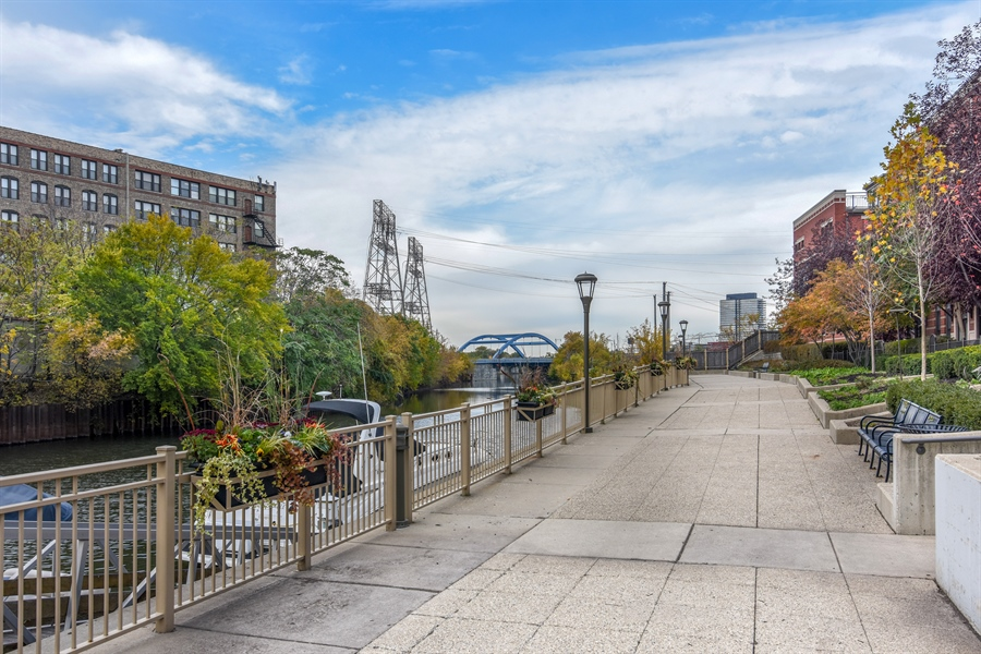 Real Estate Photography - 1000 N Kingsburry, Unit 709, Chicago, IL, 60610 - Neighborhood